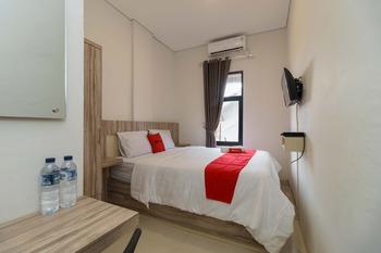 RedDoorz Syariah near RSUD Siti Fatimah Palembang Palembang - RedDoorz Room Special Deals
