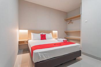 RedDoorz Plus @ Karapitan Street Bandung - RedDoorz Deluxe Room LM 5%