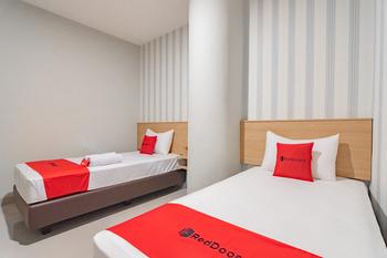 RedDoorz Plus @ Karapitan Street Bandung - RedDoorz Twin Room LM 5%