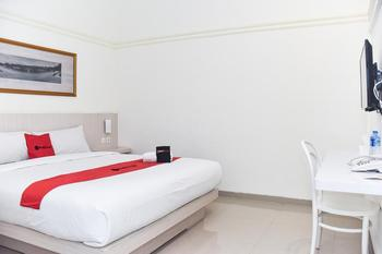 RedDoorz Plus near Ciliwung Food Street Malang Malang - RedDoorz Premium Room Weekdays Promo