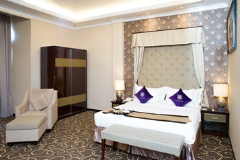 Adhiwangsa Hotel Solo - Executive Suite Save 25%