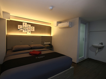 Infiniti Hotel Jakarta - Deluxe No Window Room Only Weekday Promotion 35%