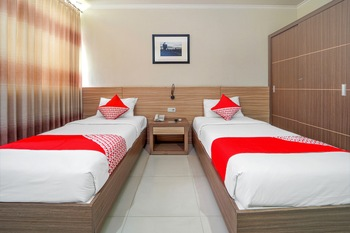 OYO 235 Maumu Hotel & Lounge Surabaya - Standard Twin  Room Regular Plan