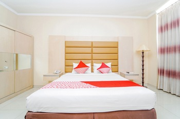 OYO 235 Maumu Hotel & Lounge Surabaya - Deluxe Double Room Regular Plan