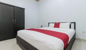 RedDoorz Plus near Mega Town Square Palangka Raya - RedDoorz Room 24 Hours Deal