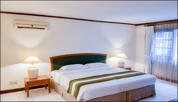 Whiz Residence Darmo Harapan Surabaya Surabaya - 1 Kamar Junior Suite - Breakfast Regular Plan
