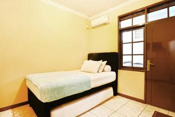 Pagar Putih Guest House Syariah Bandung - Standard Room Minimum Stay