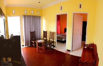 Hotel Hineni Tapanuli Utara - Family Room Regular Plan