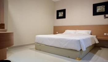 STYLE 50 Homestay Surabaya - Standard Queen Room Only Regular Plan