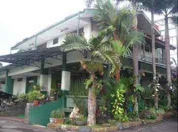 Wisma brata sukabumi booking murah mulai rp206 612 for Balcony hotel sukabumi
