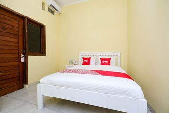 OYO 1553 Anmi Guest House Solo - Standard Double Room Regular Plan