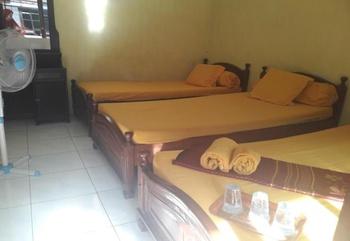 Hotel Muslim Kediri - Standard Fan Triple Bed share Bathroom Regular Plan