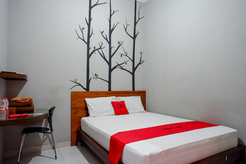 RedDoorz near Jogja Expo Center 2 Yogyakarta - RedDoorz Room 24 Hours Deal