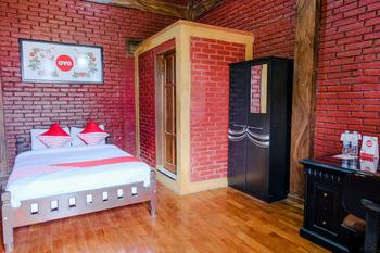 OYO 774 Villa 007 Sengkaling Malang - Deluxe Double Room Regular Plan