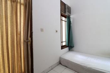 Guest House Syariah Griya Sawamah Jakarta - Basic Room (Fan + Private Bathroom ) Minimum Stay
