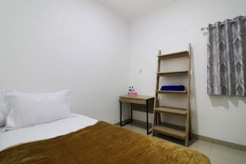 Guest House Syariah Griya Sawamah Jakarta - Economy Room (AC + Private Bathroom ) Minimum Stay