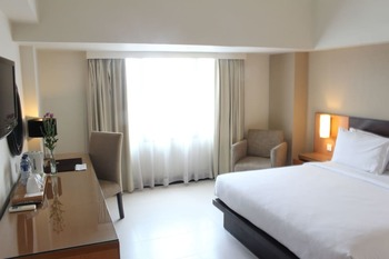 Santika  Pandegiling - Deluxe Room King Promotion 2020 Regular Plan