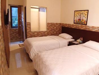 Dpavilion Guest House & Resto Malang Malang - Superior Twin Regular Plan