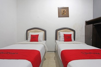 RedDoorz @ Soekarno Hatta 2 Malang - RedDoorz Twin Room with Breakfast  Regular Plan