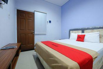 RedDoorz near Universitas Semarang Semarang - RedDoorz Room 24 Hours Deal
