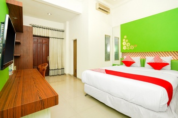 OYO 231 Hotel Andita Syariah Surabaya - Deluxe Double Room Regular Plan