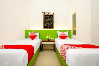 OYO 231 Hotel Andita Syariah Surabaya - Deluxe Twin Room Regular Plan