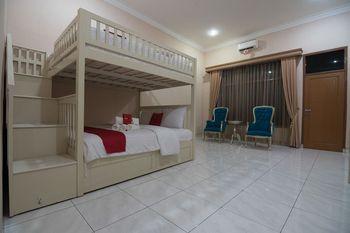 RedDoorz Premium @ Kahai Beach Lampung Lampung Selatan - RedDoorz Family Room 24 Hours Deal