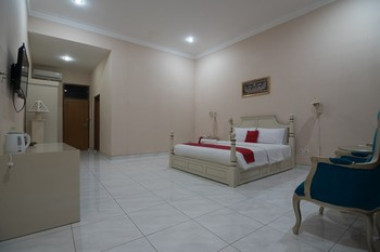 RedDoorz Premium @ Kahai Beach Lampung Lampung Selatan - RedDoorz Suite Room 24 Hours Deal