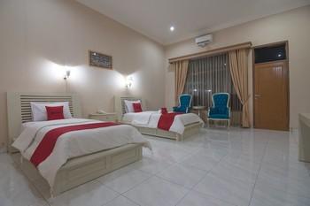 RedDoorz Premium @ Kahai Beach Lampung Lampung Selatan - RedDoorz Suite with Breakfast Regular Plan