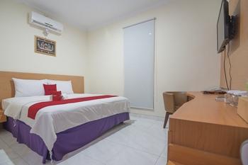 RedDoorz Premium @ Kahai Beach Lampung Lampung Selatan - RedDoorz Deluxe Room 24 Hours Deal