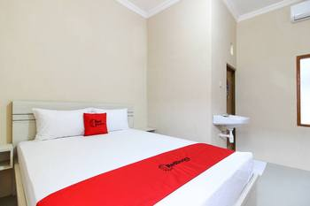 RedDoorz near Balekambang City Park Solo - RedDoorz Room 24 Hours Deal