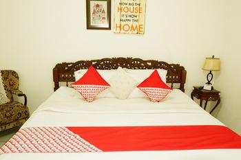 OYO 604 Cemara's Homestay Malang - Standard Double Room Regular Plan