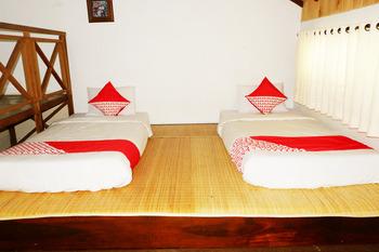 OYO 604 Cemara's Homestay Malang - Standard Twin Room Regular Plan