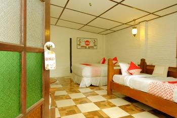 OYO 604 Cemara's Homestay Malang - Suite Family Room Regular Plan