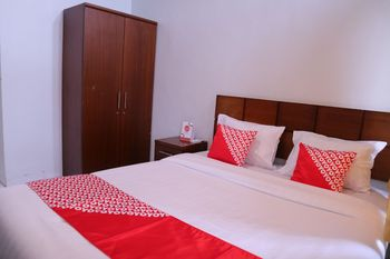 OYO 1305 Hotel Al-Ghani Padang - Standard Double Room Regular Plan