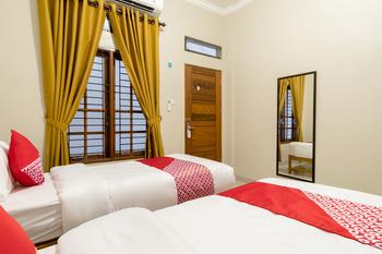 OYO 597 Joyce Guest House Medan - Standard Twin  Room Regular Plan