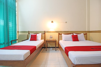 RedDoorz near Malioboro 2 Yogyakarta - RedDoorz Family Room Regular Plan