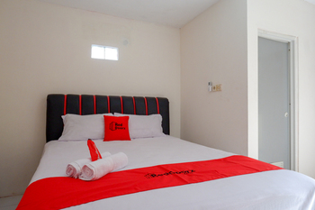 RedDoorz Syariah near GOR Satria 4 Banyumas - RedDoorz Room Special Deals