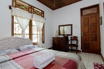 Mawar Asri Villa Kaliurang Syariah Yogyakarta - Standard Room - Room Only  Big Deal