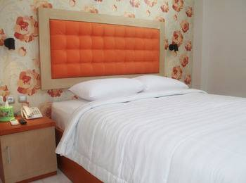 Niraz Guest House Banjarmasin - Standard Room with Breakfast Regular Plan