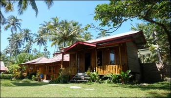 Krui Mutun Walur Surf Camp