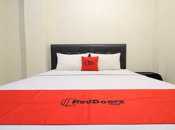 RedDoorz Plus near Universitas Negeri Yogyakarta Yogyakarta - RedDoorz Room Last Minute