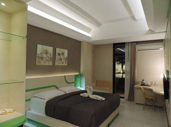 Dewarna Hotel  Bojonegoro - Deluxe Queen Regular Plan