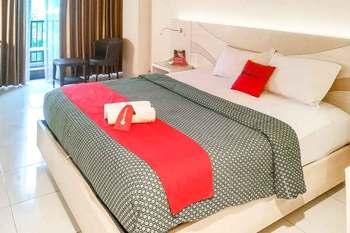 RedDoorz Premium @ Jalan Veteran Bojonegoro Bojonegoro - RedDoorz Room Basic Deals Promotion