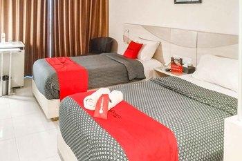 RedDoorz Premium @ Jalan Veteran Bojonegoro Bojonegoro - RedDoorz Twin Room Basic Deals Promotion