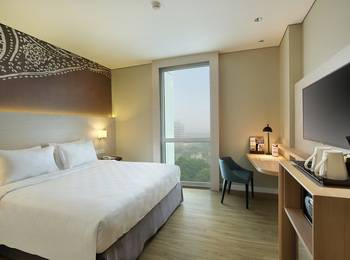 Swiss-Belinn Saripetojo Solo - Deluxe Double Bed 5Mile Deal  - 30% OFF