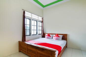 OYO 3210 Villa Aisya Malang - Deluxe Double Room Regular Plan