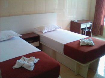 Ambulu Hotel Jember - Deluxe AC Regular Plan