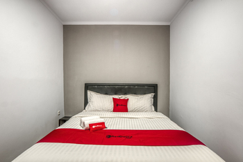 RedDoorz Plus @ Cideng Timur Jakarta - RedDoorz Room With Breakfast Regular Plan