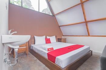 RedDoorz Resort Syariah @ Idelansia Home Stay Ciater Subang - RedDoorz Deluxe Room Basic Deal